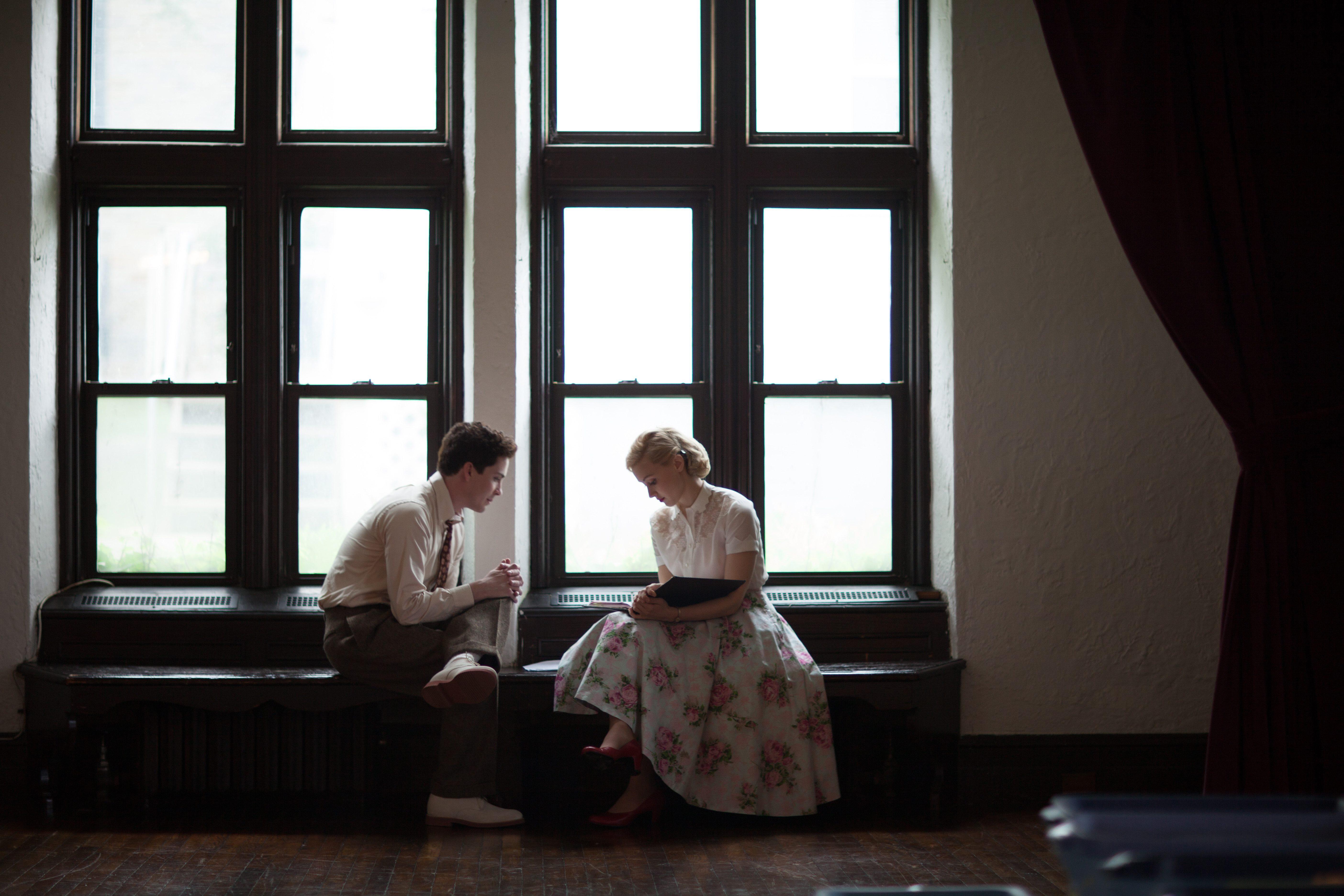 """Logan Lerman och Sarah Gadon i """"Indignation""""."""