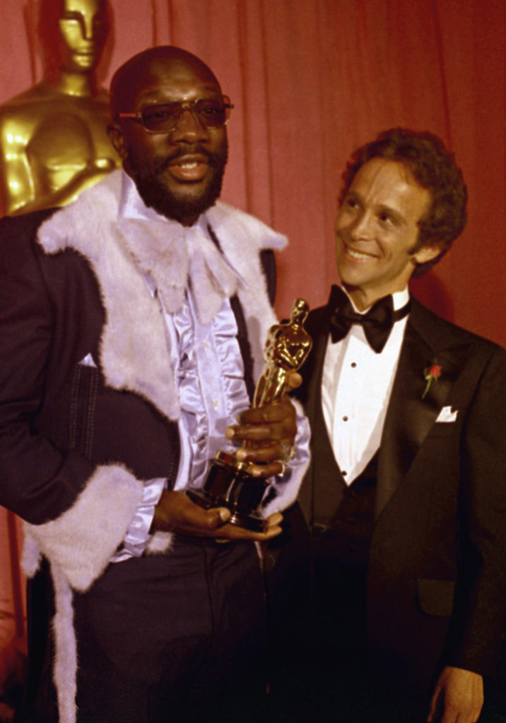 ap foto : ap : ** file ** in this march 27, 1971 file photo, isaac hayes, left holds his oscar for best song as joel gray looks on at the academy awards, at the dorothy chandler pavilion, los angeles. hayes, the pioneering singer, songwriter and musician whose relentless theme from shaft won academy and grammy awards died sunday aug. 10, 2008. he was 65. (ap photo/file) march 27, 1971 file phot isaac hayes, joel gra obit isaac haye automatarkiverad